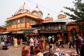 Turistas e visitantes do templo de kali famoso — Foto Stock