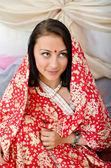 Indická dívka v tradiční červené oblečení — Stock fotografie