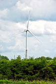 Wind turbine on a cloudy sky background — Stock Photo