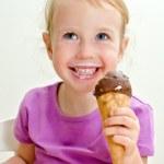 Cute little girl eating ice cream — Stock Photo