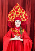 Woman in russian traditional clothes welcomes you — Stock Photo