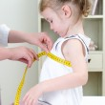 Pediatrician measuring toddler — Stock Photo #16309367