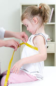 Pediatrician measuring toddler — Stock Photo