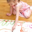 Pretty little girl painting sitting on the floor — Stock Photo