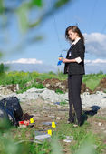 Young female criminalist inspecting crime scene — Stock Photo