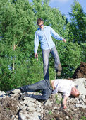 Offender gets rid of the corpse, throws off a cliff — Stock Photo