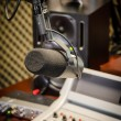 partie d'un panel de mixage dans un studio de radio — Photo