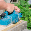 Handyman using polish machine outdoors — Stock Photo