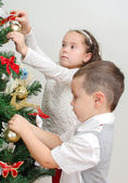 Children decorating Christmas tree with balls. — 图库照片