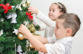 Children decorating Christmas tree with balls. — Zdjęcie stockowe