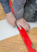Male hands measuring and cutting gypsum plasterboard — Stock Photo