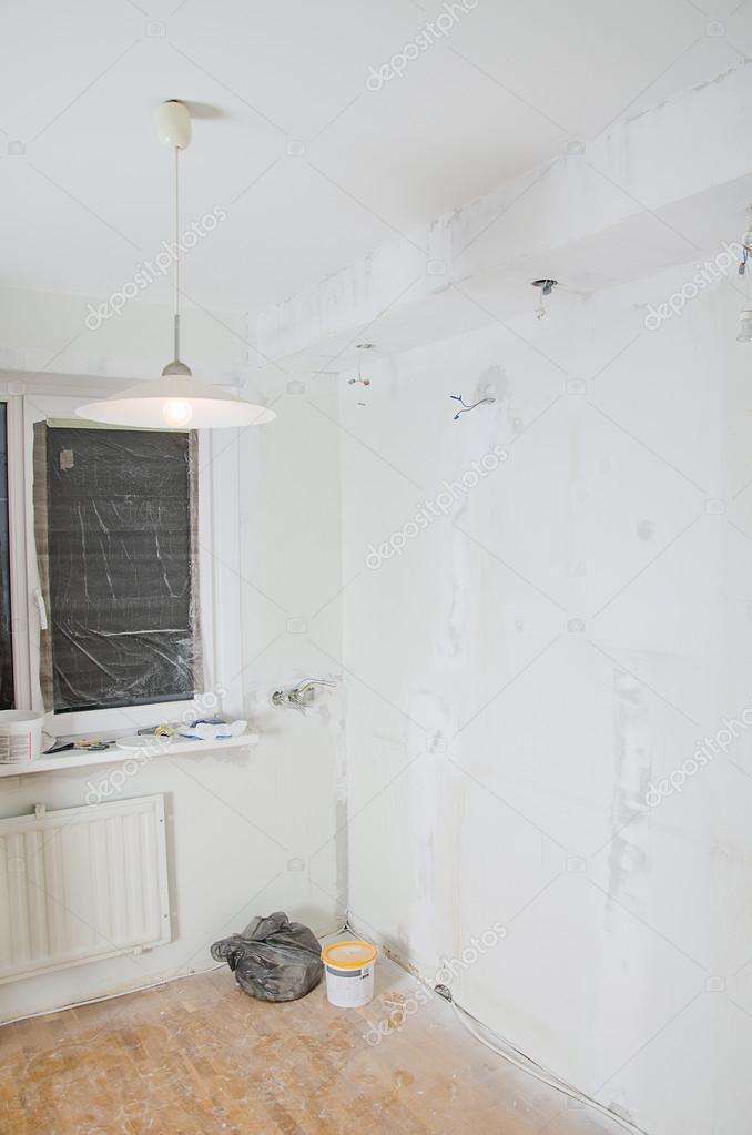 Kamer renovatie gips gipsplaat met ongedaan socket bollen stockfoto dmitrimaruta 38451779 - Renovatie volwassen kamer ...