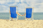 Couple enjoying summer vacation on the beach — Foto Stock