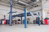 View of automobile repair shop or garage. — Stockfoto