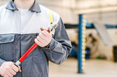 Mechanic with torque wrench at auto repair shop. — Stock Photo