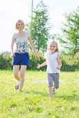 Happy family having fun at the park. — Stock Photo
