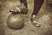 бразилия 2014. футболист готов играть. ретро эффект. — Стоковое фото