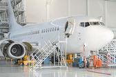 Passenger plane in the hangar. Aircraft maintenance. — Foto Stock