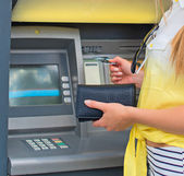 Withdrawing money from an ATM. Unrecognizable person. — Stock Photo