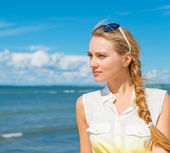 Portrait of the beautiful girl on the beach.  — Stock Photo