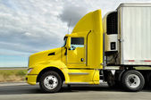 Yellow truck on highway — Stock Photo