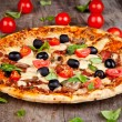 Fresh pizza — Stock Photo