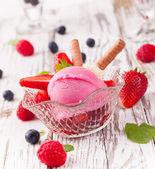 草莓冰淇淋 — 图库照片