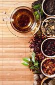 Vari tè asciutto in piccole ciotole — Foto Stock