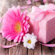 Gerber flower with gift — Stock Photo