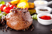 Fresh beef steak with grilled vegetable — Stock Photo