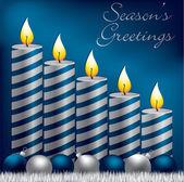 Temporadas vela, bugiganga e enfeites de natal cartão de cumprimentos em formato vetorial — Vetorial Stock