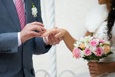 Bouquet and hands with rings — ストック写真