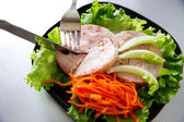 Chicken roulade on salad. — Zdjęcie stockowe