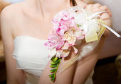 Wedding bouquet of orchids and roses in hand — ストック写真