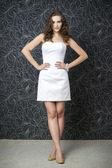 白いウェディング ドレスで美しい女性 — ストック写真