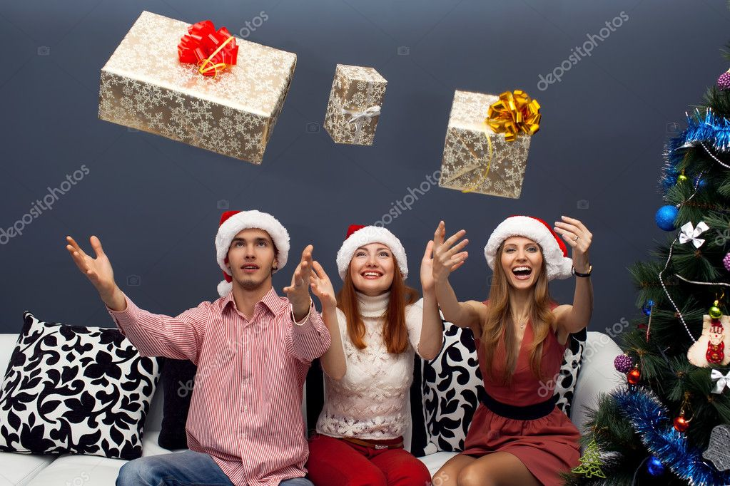 Happy friends celebrating cristmas,sitting  with gifts — Stock Photo #14133047