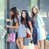 Friends at shopping — Stock Photo