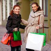 Menina de jeans fashiongirls ir para shoppingband — Fotografia Stock