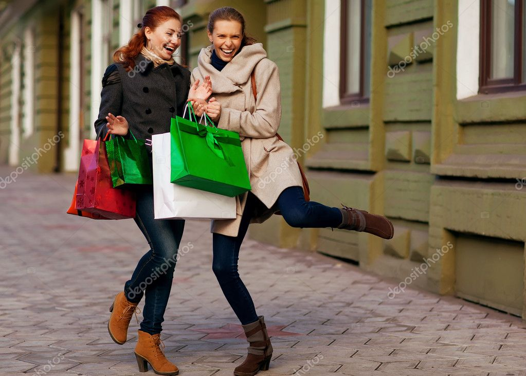 Two young attractive girlfriends go shopping — Stock Photo #14315169
