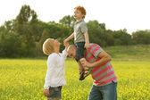 Szczęśliwa rodzina zabawy — Zdjęcie stockowe