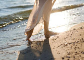 A girl walking on a beach — Stock Photo