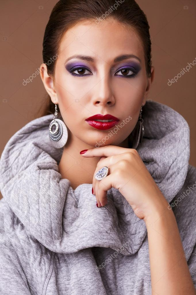 Fashion portrait of young beautiful woman with strict hairstyle — Stock Photo #15533381
