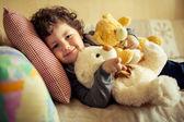 Petit garçon à la maison — Photo