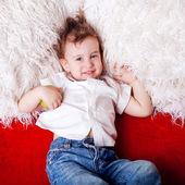 Söt liten unge — Stockfoto