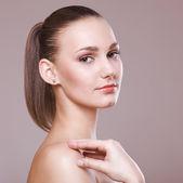 Portrait de la belle fille avec une peau parfaite — Photo
