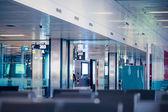 Sala terminalu lotniska. zwiedzanie podróżnych — Zdjęcie stockowe