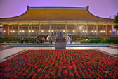 Exercising Sun Yat-Sen Memorial Hall Chung-Shan Park Taipei Taiw — Stock Photo