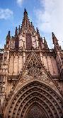 Gotiska katolska katedralen fasad steeple barcelona Katalonien spa — Stockfoto