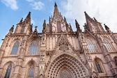 Gotik katolik katedrali cephe steeples barcelona catalonia sp — Stok fotoğraf