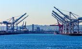 Seattle Washington Port with Red White Cranes and Freighters Shi — Stock Photo